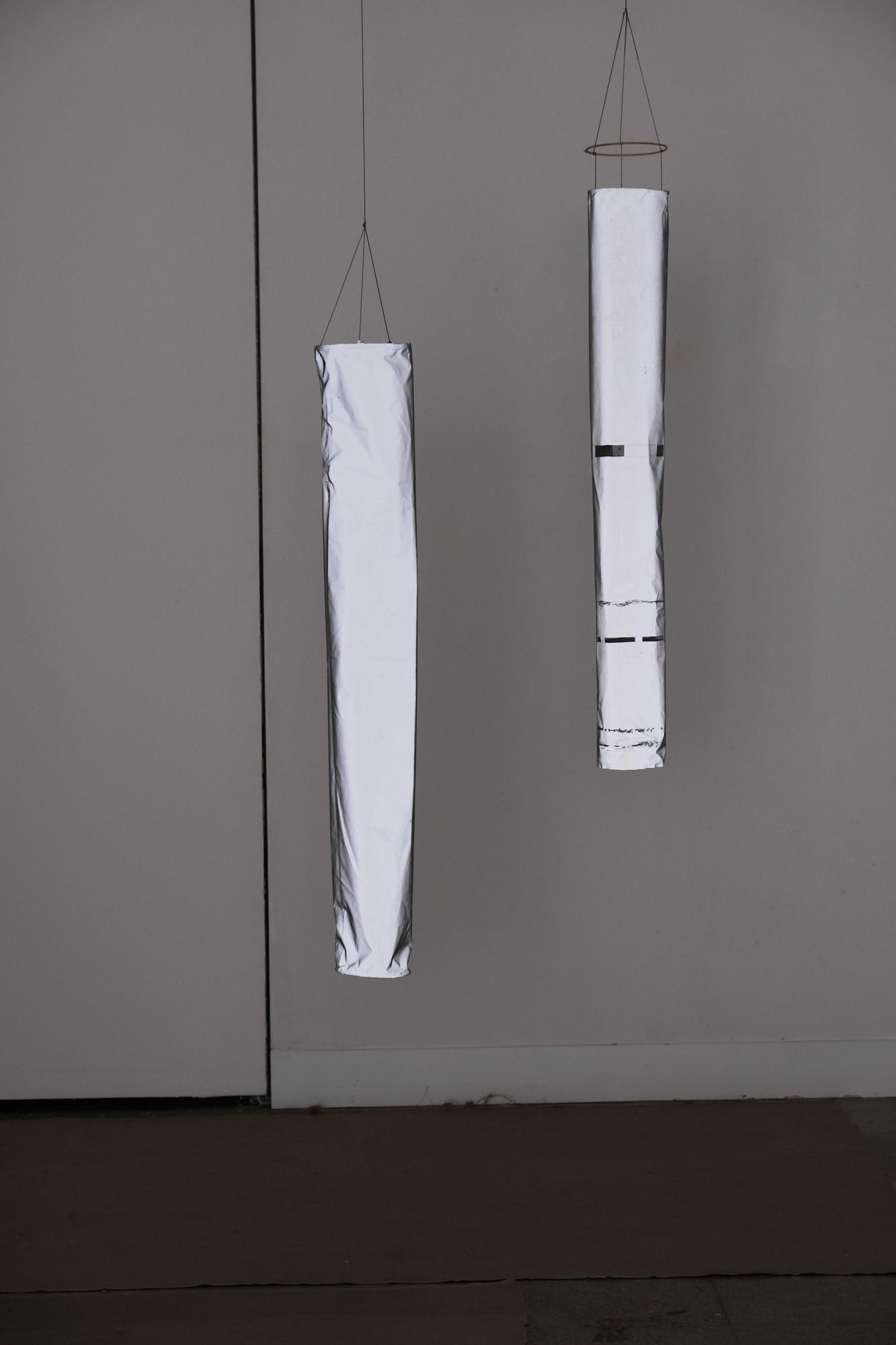 manga de viento I y II, nylon reflectante, cuerda de parapente, fibra de vidrio y madera 2019