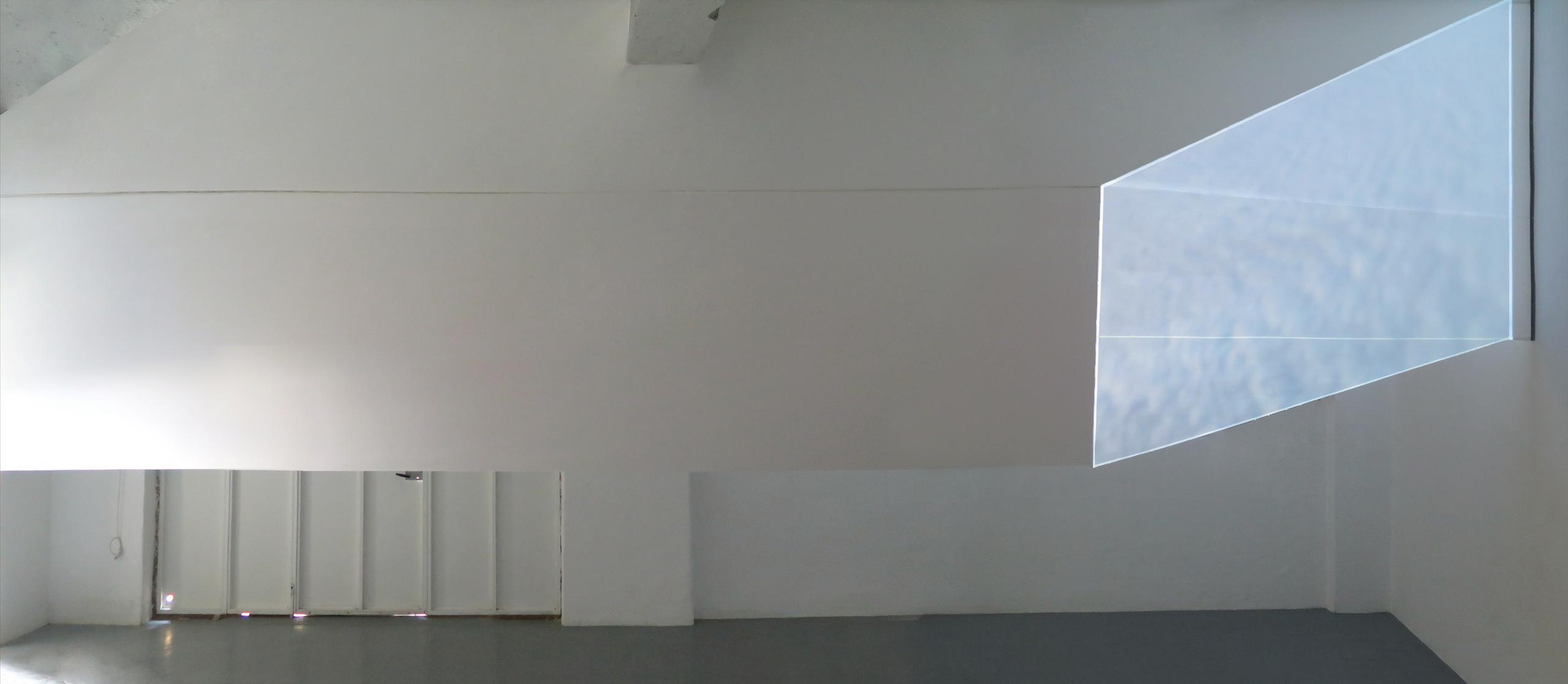 wall focus   2016, sinta y video-instalacion sobre papel vegetal, 800x140cm, video loop